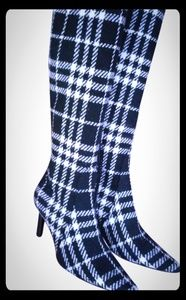 Burberry boots black and off white